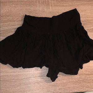 BRANDY MELVILLE black flows shorts